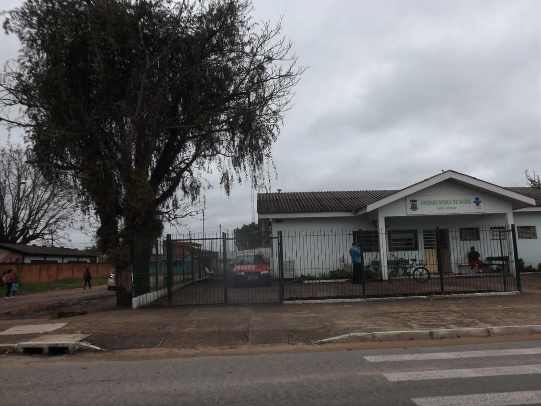 Associação de Moradores denuncia Secretaria por não remover árvore próximo à posto de saúde