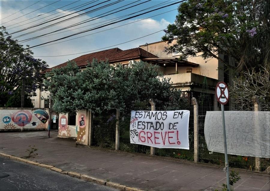 Quase 50% dos professores e funcionários do Estado já aderiram à greve em Guaíba