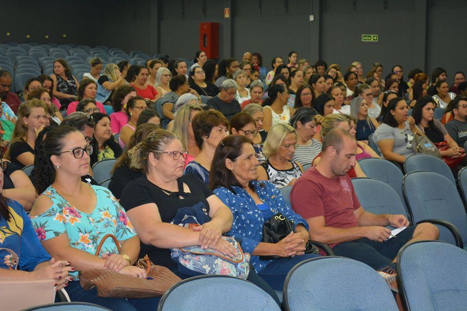 Seminário para funcionários da Educação reúne quase 400 profissionais em Guaíba