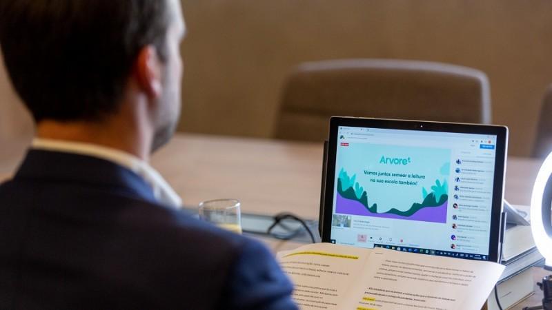 Governo disponibiliza acervo literário digital para alunos e professores nas aulas remotas