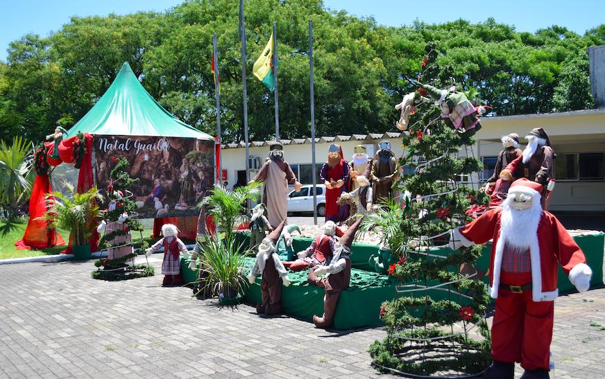 Aldeia de Natal com cartinhas em Guaíba é montada na frente da prefeitura neste ano