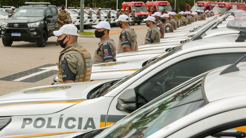 Governo do Estado entrega 53 viaturas semiblindadas à BM e quatro ambulâncias aos Bombeiros