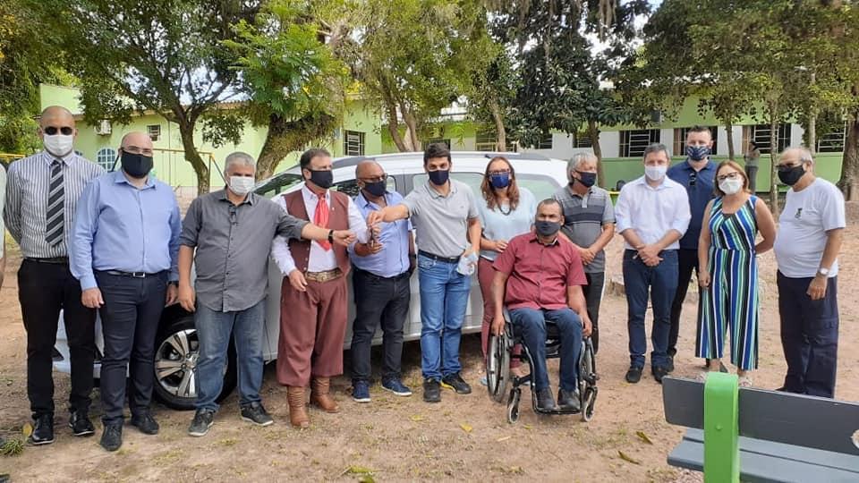 APAE Guaíba recebe automóvel por meio de emenda parlamentar de deputado federal gaúcho
