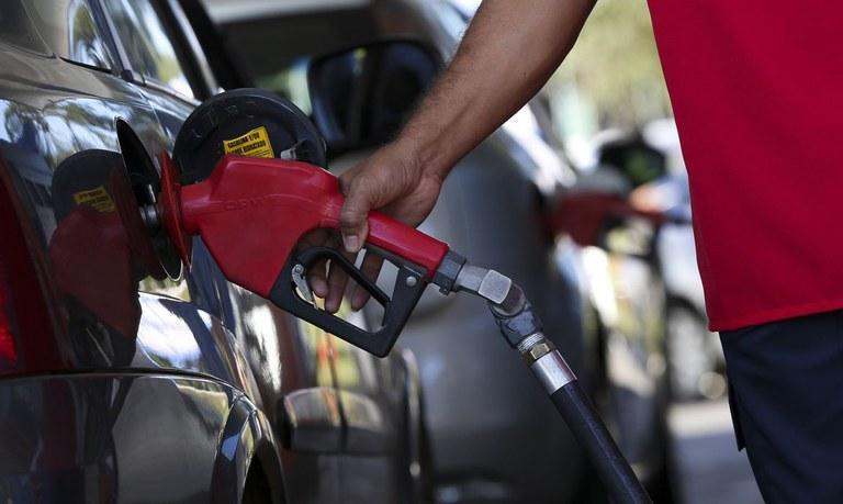 Postos são obrigados a informar de forma clara o preço final do combustível, prevê novo decreto federal