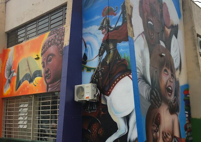 Biblioteca municipal de Guaíba recebe pintura em aerografia sobre o estado laico, através de projeto da lei Aldir Blanc