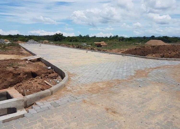 Pessoas desistem de comprar terrenos em novo bairro de Guaíba dada má condição do Arroio Passo Fundo; entenda o caso